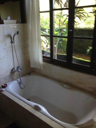 Alam Shanti: Bath
