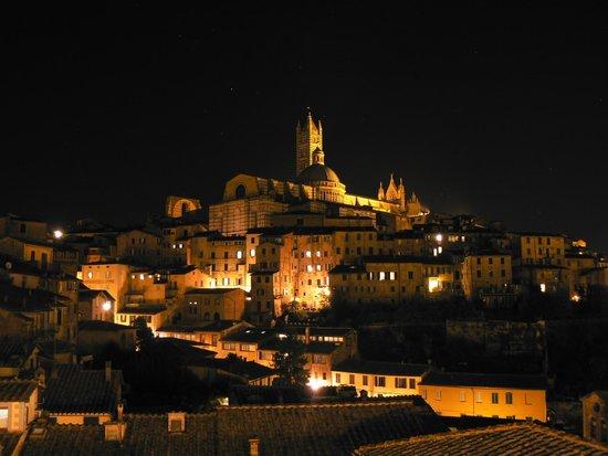 Albergo Bernini : Vue de la terrasse de nuit