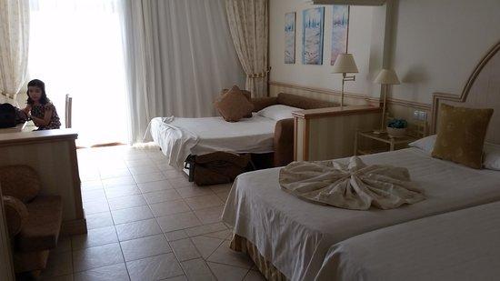 Gran Castillo Tagoro Family & Fun Playa Blanca: habitacion
