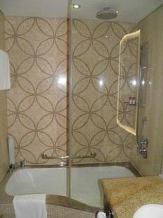 Crowne Plaza Dubai-Deira : 20140804 Crowne Plaza Deira Room 234