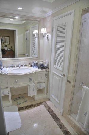 The Ritz-Carlton, Santiago: Bathroom