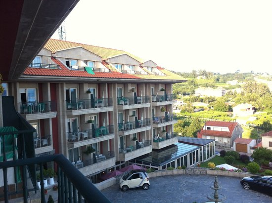 Augusta Spa Resort: Vista lateral del Hotel desde mi terraza