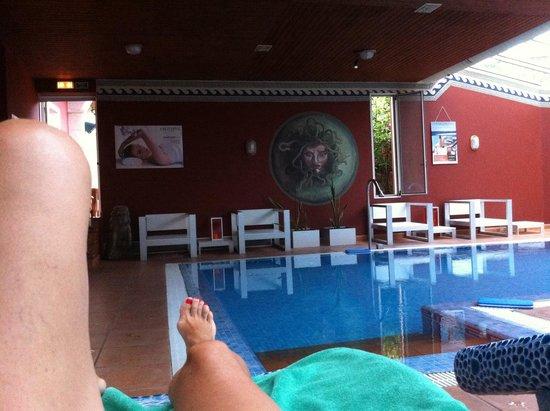 Augusta Spa Resort: Súper tranquila piscina del Spa, con extraordinarias camas calientes!!!
