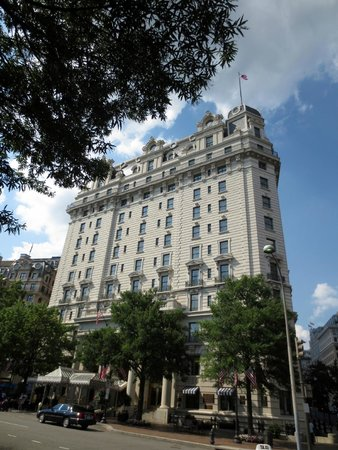 Willard InterContinental Washington: Front of hotel
