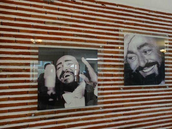 Pavarotti Ristorante: Salón