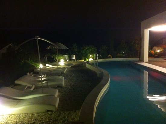 Augusta Spa Resort: Vista nocturna de piscina exterior