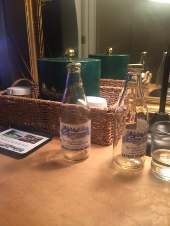 Quechee Inn At Marshland Farm : Quechee Inn sparkling water!