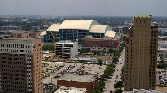 Magnolia Hotel Houston: View of Ballpark from Rooftop