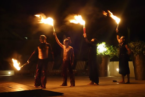 Grand Oasis Sens: Fire dancers