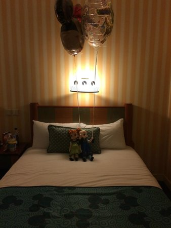 Disney's Hotel New York : hotelroom :)