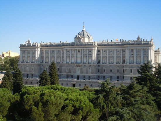 ApartoSuites Jardines de Sabatini : Stunning views of the Royal Palace