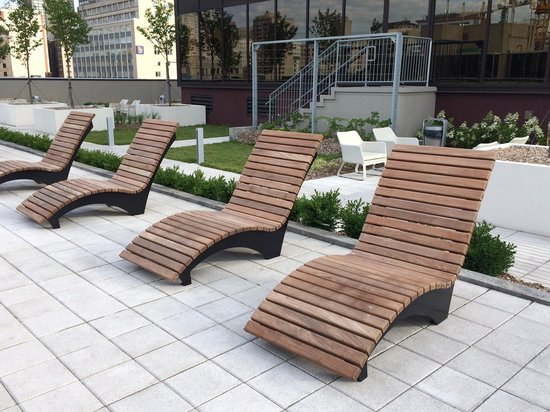 Sheraton Le Centre Montreal Hotel : Patio - sunning area off pool on 6th.