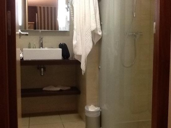 Kyriad Prestige Montpellier Ouest - Croix D'Argent : salle de bain