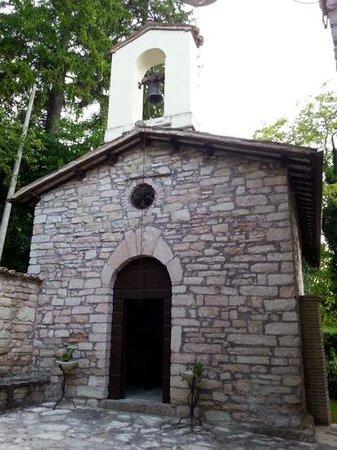 Antico Borgo di Gallano : la chiesa dall'esterno