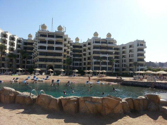 SUNRISE Holidays Resort: Hotel vanaf het terras over de zee
