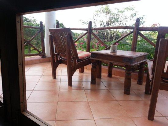 Bluebay Beach Resort and Spa: terraza habitación