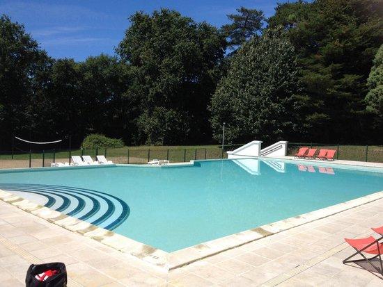 VTF Le Domaine de Francon : Super piscine vite remplie quand les enfants arrivent mais tout le monde en profite