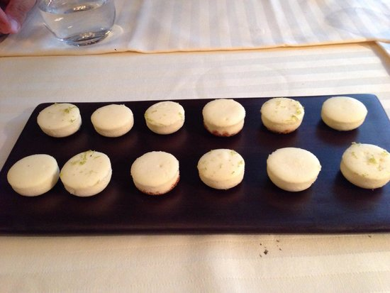 Restaurant Guy Savoy : Cheese cakes... Yum