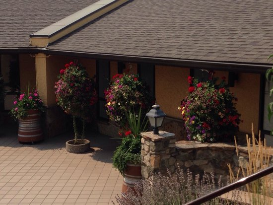 Gray Monk Estate Winery : In front of the entrance to the restaurant