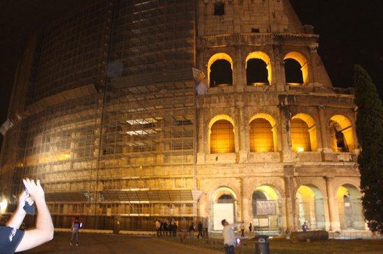 Amor Bed & Breakfast Rome: COLISEO FACHADA