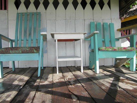 Janes Beach Fales: cabin verandah