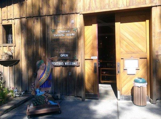 Kenwood Vineyards: Entering