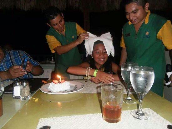 Sandos Caracol Eco Resort : festejo cumpleanos de mi hija en el restaurante Brazil