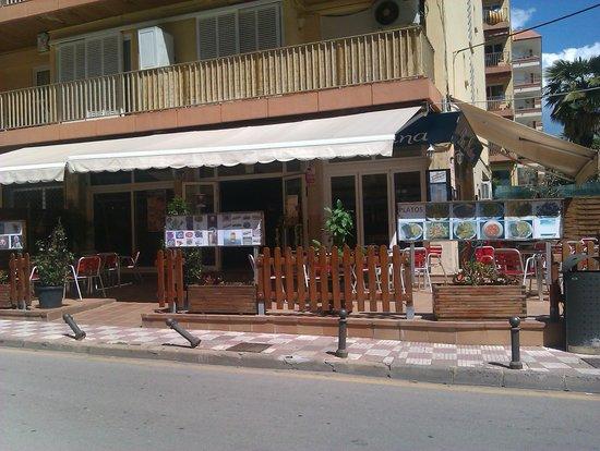 La Martina, Льорет-де-Мар - 9 фото ресторана - TripAdvisor: https://www.tripadvisor.ru/Restaurant_Review-g494960-d6966956-Reviews-La_Martina-Lloret_de_Mar_Costa_Brava_Province_of_Girona_Catalonia.html