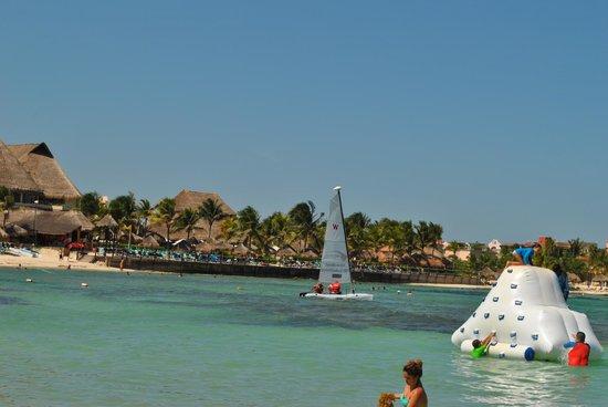 Dreams Puerto Aventuras Resort & Spa: Catamaran on beach