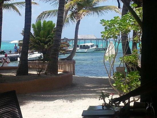 Matachica Resort & Spa: Beach view from Mambo lounge