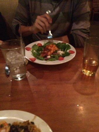 Hemingway's Island Grill : Salmon Salad