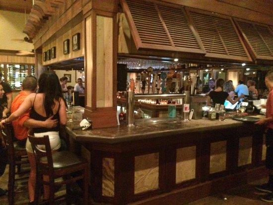 Hemingway's Island Grill: Bar