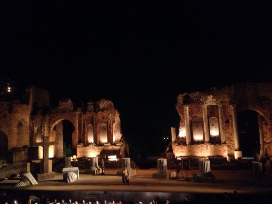 "Greek Amphitheater : Опера "" Tosca"""