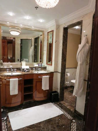 The Ritz-Carlton, Moscow: bathroom