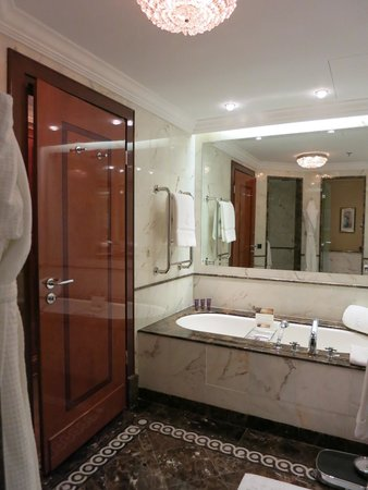 The Ritz-Carlton, Moscow : bathroom