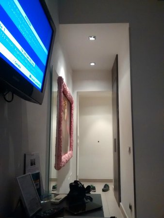 Chroma Hotel: TV sin canales pagos