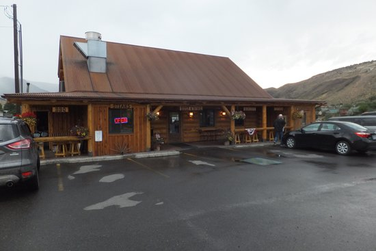 Cowboy Lodge and Grill: Exterior view