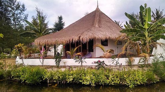 Adeng-Adeng Bungalows : Island Bungalow outside
