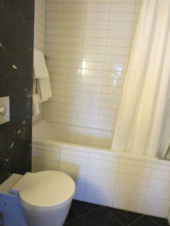 Hotel Borg by Keahotels: bathroom