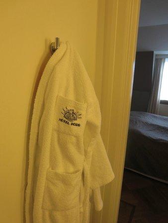 Hotel Borg by Keahotels: bathrobe