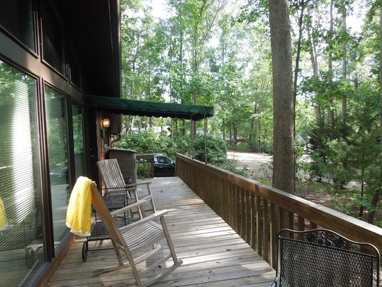 Asheville Cabins of Willow Winds: Sandy's Chalet Deck