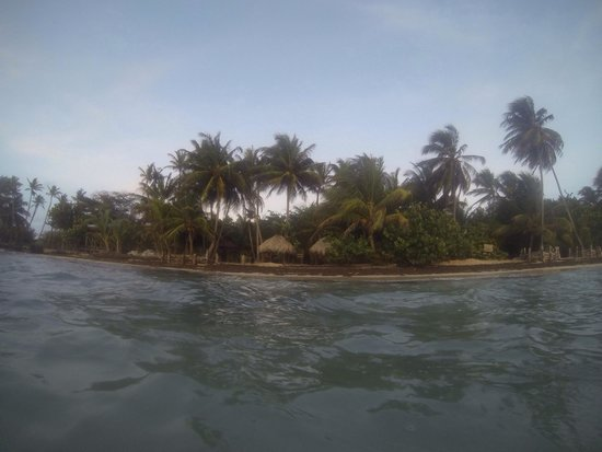 Little Corn Beach and Bungalow : View of the resort from the water