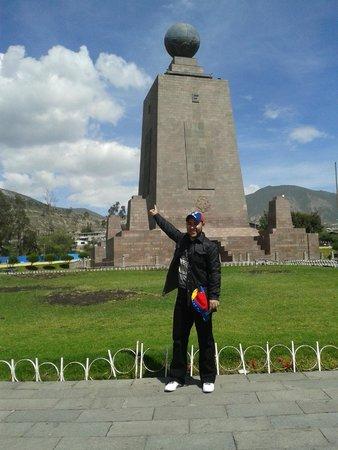 Mitad del Mundo: El monumento de Marmol