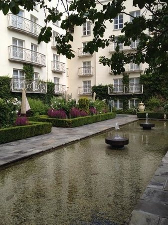 The Merrion Hotel: garden view of the good side