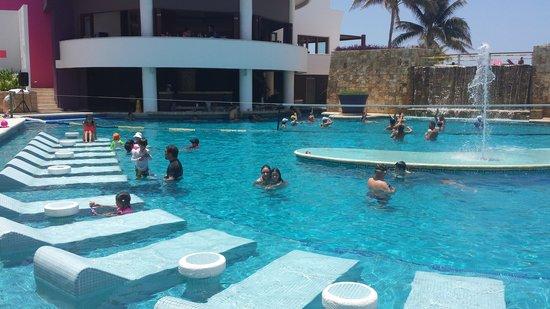 Krystal Grand Punta Cancun: piscina