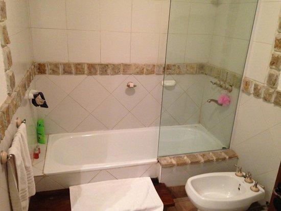 Lares de Chacras: Shower/Bath