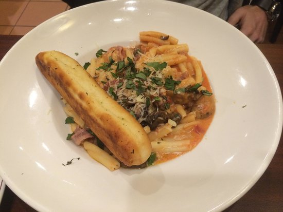 Trattoria di Mikes Quebec: Pasta with prosciutto and mushrooms - large size