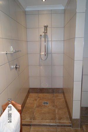 Sounds Vista Bed & Breakfast: Bedroom1 Bathroom Shower