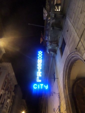 City Hotel: Hotel City outside