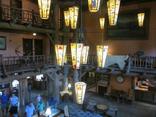 Lake McDonald Lodge: Lodge Lobby